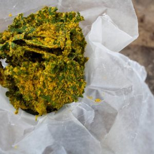 kale chips with nutritional yeast
